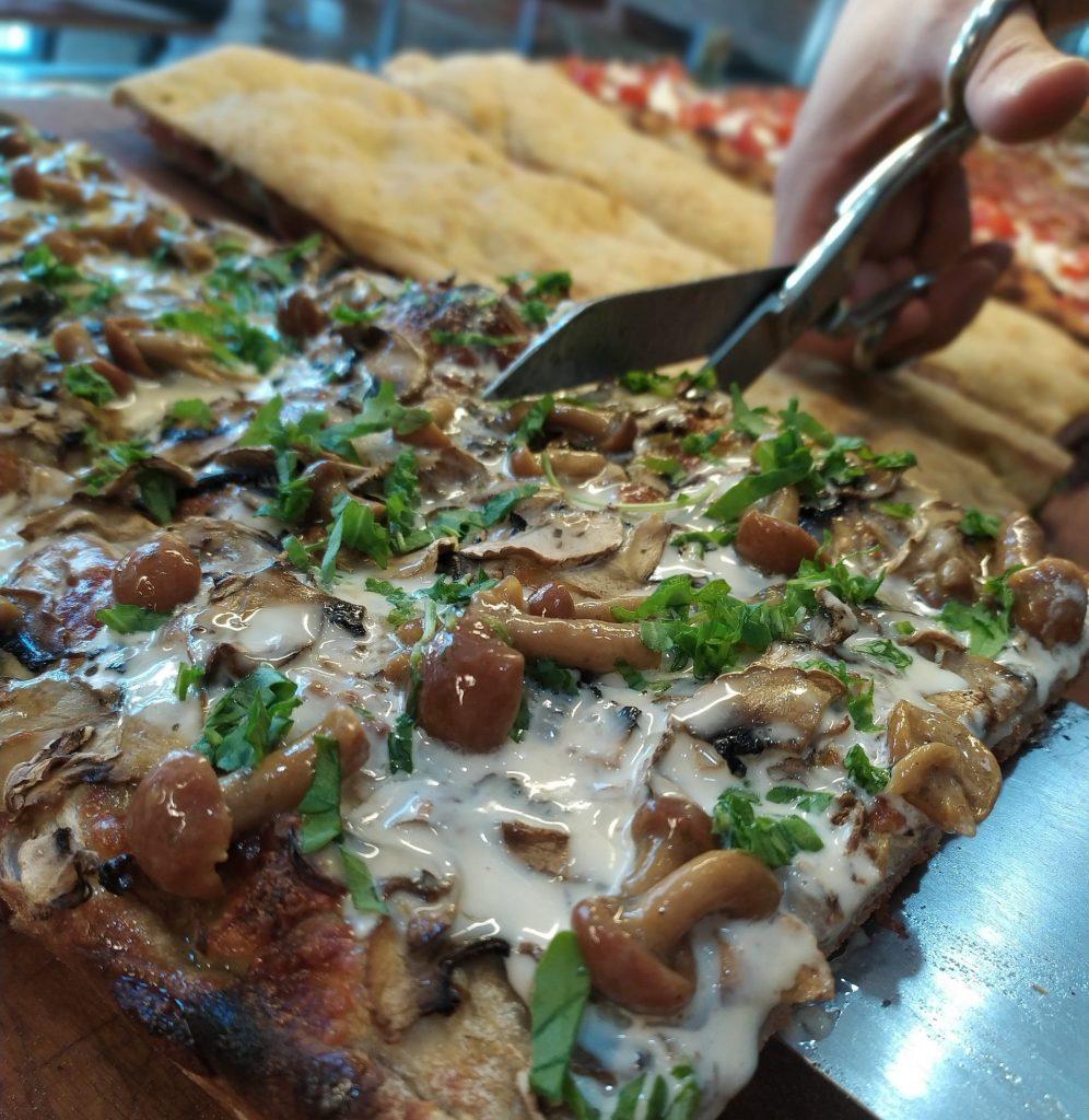 taglio della Pizza alla taglio alla romana